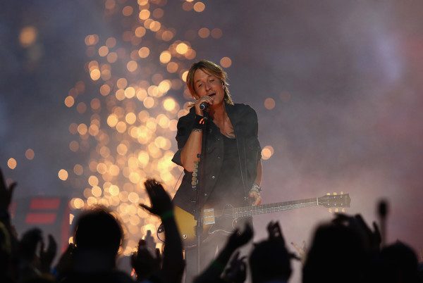 Keith Urban on stage at the 2016 NRL Grand Final at ANZ Stadium on October 2, 2016 in Sydney, Australia. (Photo: Ryan Pierse/Getty Images AsiaPac)